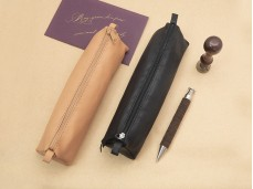 【Clairefontaine|Leather pencil cases】_植鞣小羊皮革拉鍊軟袋 _三角形_22x6x6cm_原色